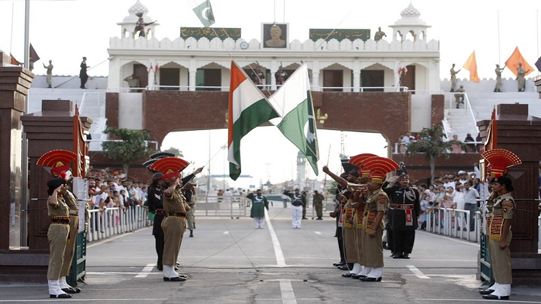 Retreat ceremony at Indo-Pak border sees unique pledge