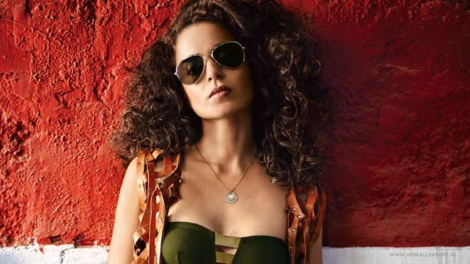 Actress-Kangana-Ranaut-will-soon-be-seen-travelling-in-a-vintage-car