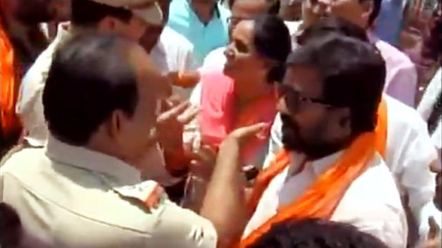 Shiv Sena MP Ravindra Gaikwad does it again; engages in verbal spat with police