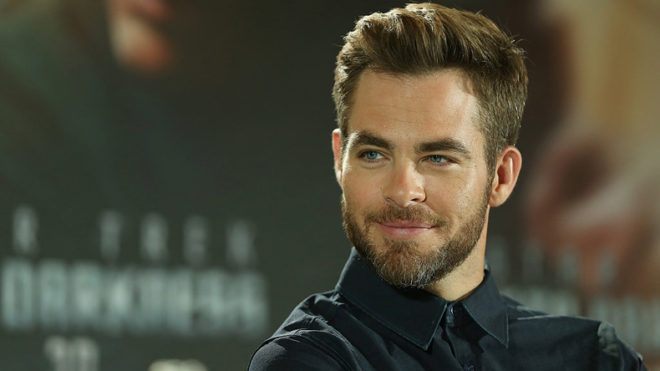 Chris Pine uses flip phone