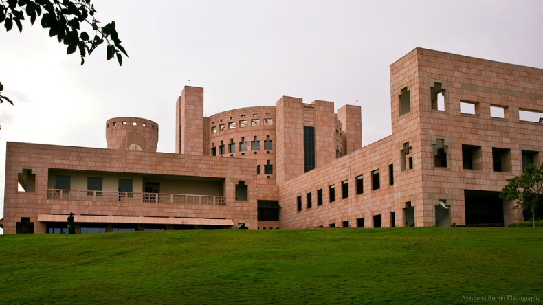 Over 1,100 ISB students get Rs 22 lakh a year job offers