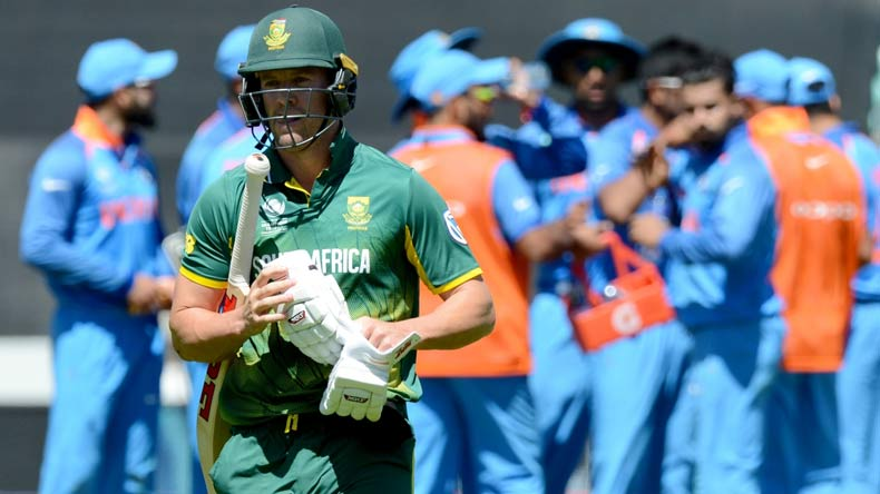Domingo defends de Villiers and his captaincy