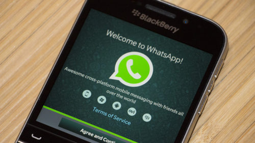 WhatsApp-extends-support-for-BlackBerry-platform-again