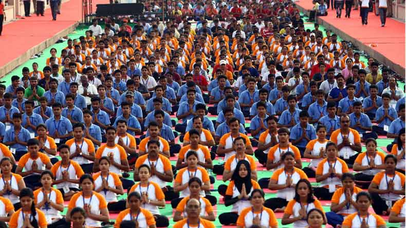 Modi performs yoga with the masses, sets new record