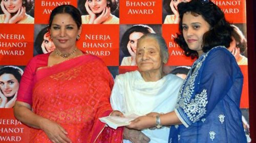 Shabana Azmi shares photograph with Rama Bhanot