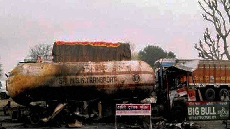 Agra: Five dead in tractor-oil tanker collision