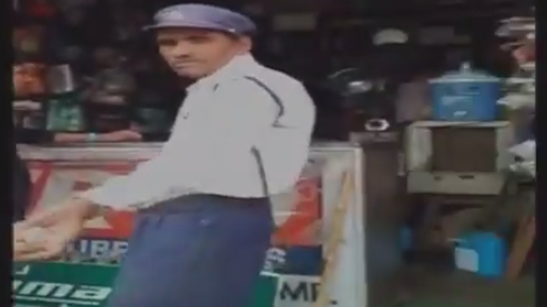 'Common' in news, another policeman caught taking bribe; video attached!