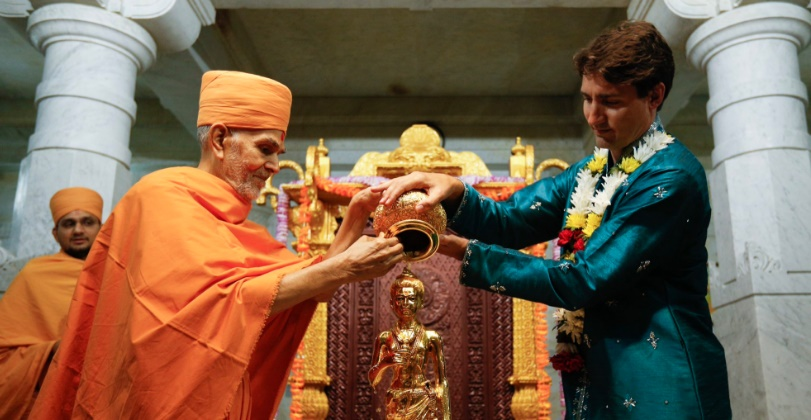 Toronto: Canadian PM Justin Trudeau dons 'Desi' avatar at BAPS mandir's 10th anniversary celebrations