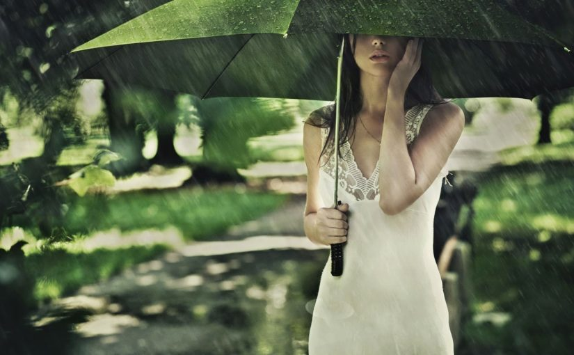 Get rid of skin problems in monsoon effectively