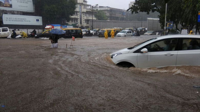 Uddhav Thackeray pats BMC as Mumbai struggles to normalize after deluge