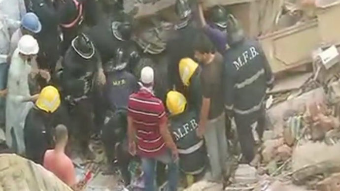 Building collapse traps people in Mumbai