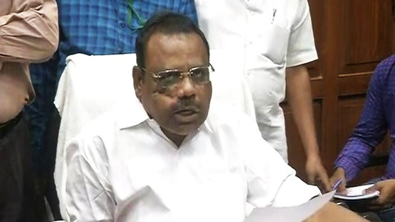 Dhinakaran meets Governor, seeks removal of Palaniswami