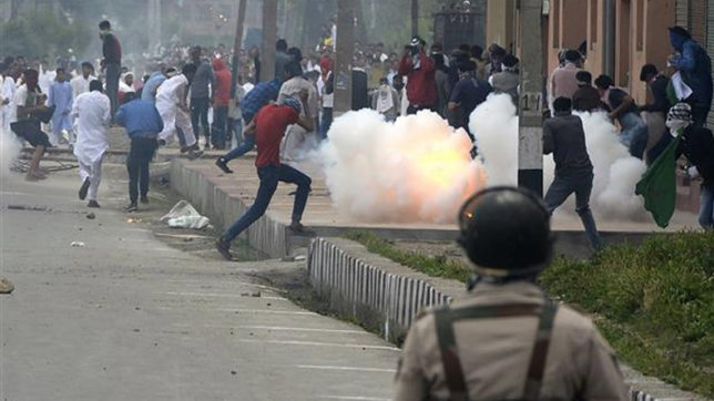 Clashes reported in Kashmir Valley post Eid prayers