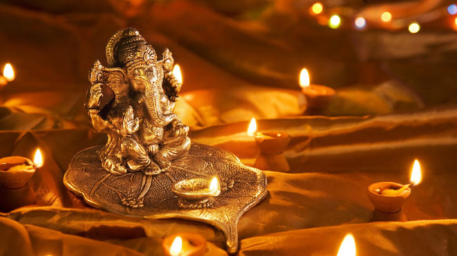 Markets glitter as people celebrate Dhanteras