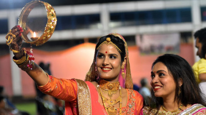 Karwa Chauth 2017: Here are a few tips to keep your wife happy this Karva Chauth
