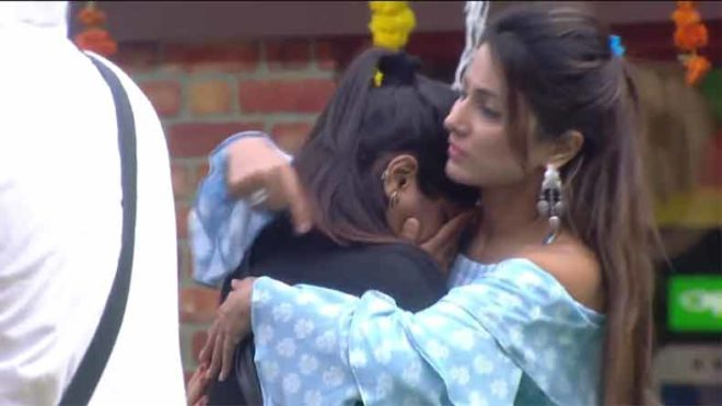 Hina and Arshi lock horns in a fight