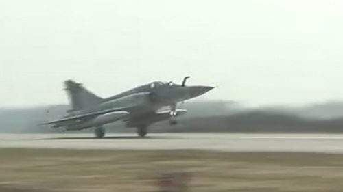 LIVE updates: Indian Air Force's Sukhoi 30 MKI makes a touchdown on Lucknow-Agra Expressway