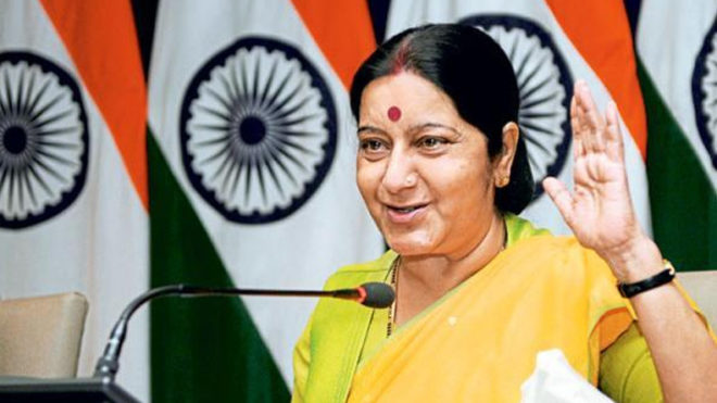 External Affairs Minister Sushma Swaraj Helps Russian Tourist Begging For Alms