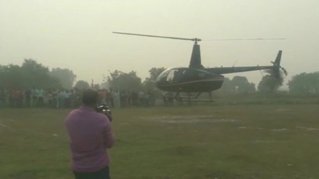 Shahrukh Khan arrives in a helicopter to take his bride