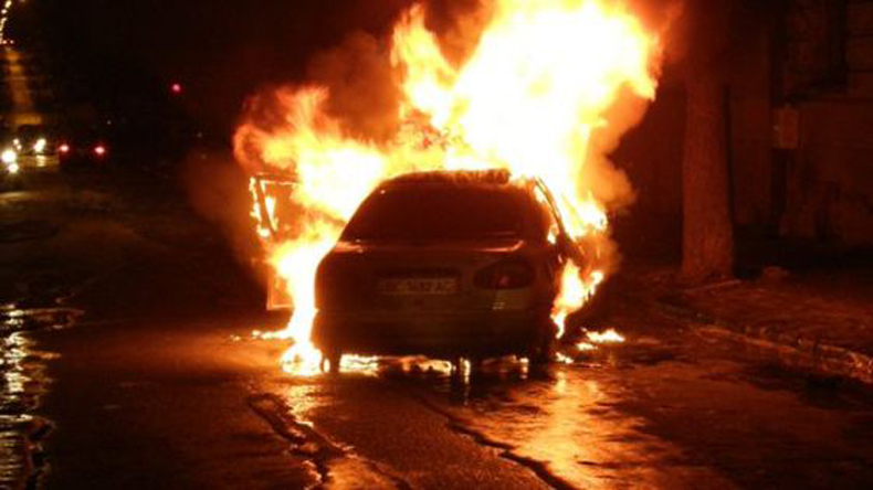 Driver burnt alive as car catches fire