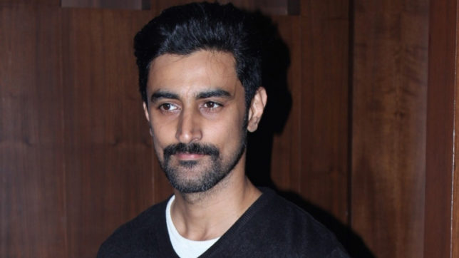 Kunal-Kapoor-promotes-campaign-dedicated-to-Indian-soldiers