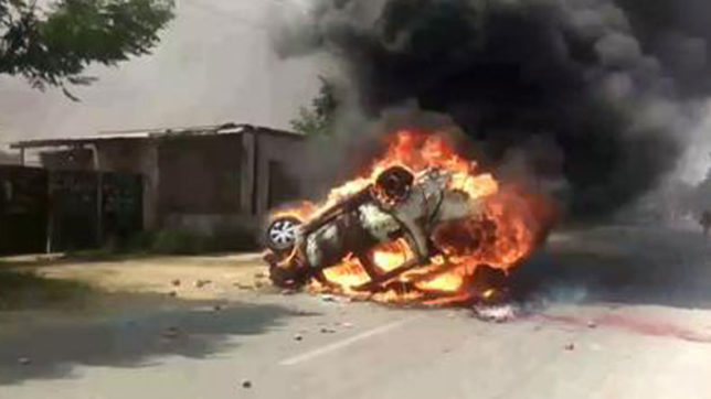 Policemen injured during violent protests in Saharanpur; media, police vehicles torched