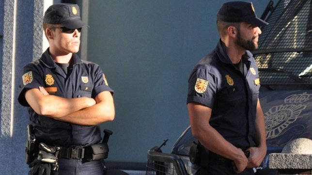 Two Moroccans with links to IS held in Madrid