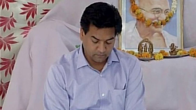 AAP crisis: Sacked minister Kapil Mishra on hunger strike; questions party over its foreign trips