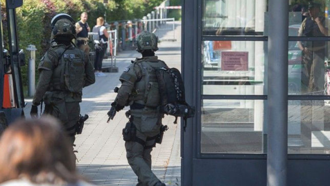German police on a man hunt after an armed teen shows up at school