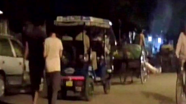 UP: Denied ambulance, family carries corpse on rickshaw; GRP constable follows