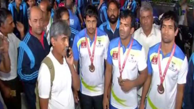 Indian-deaflympics-team-gets-cold-reception-despite-clinching-5-medals