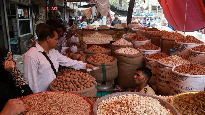 indian price rises This is a result of mixed factors, i will provide some points - 1 hoarding - people  use to stock things like grains, rice, potato , onion etc and when the season is.