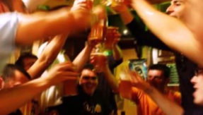 Heavy drinking in college lowers job prospects later reveals study