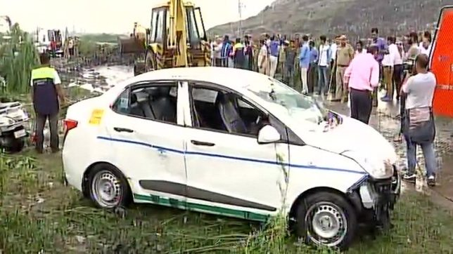 Ghazipur landfill site collapse: 1 dead body recovered, many feared dead