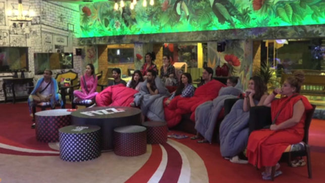 Bigg Boss 11 episode 8 as it happened: Padosis enter the house finally