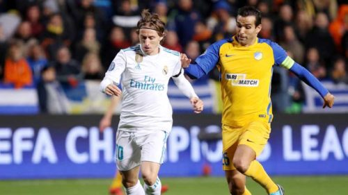 Real-Madrid's-Luka-Modric-(L)-breaks-through-during-the-the-UEFA-Champions-League-Group-H-match-against-Apoel-in-Nicosia1