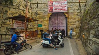 Entry to the famous Chittorgarh Fort has been blocked in protest against Sanjay Leela Bhansali's upcoming film Padmavati. The protestors committee has closed the Padan Pol gate since 10 AM and have not been allowing anyone to enter the fort. Heavy police presence and Barricades have been installed outside the fort to deal with any unprecedented incident.