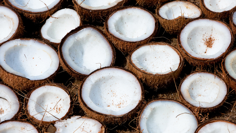 Goa: Women Congress members sell coconuts to protest against price hike