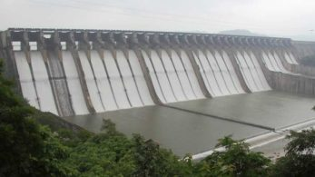 With last monsoon's scanty rainfall in Madhya Pradesh reducing the Narmada dam reservoir's water storage to its lowest in 15 years, the Gujarat government asked the state's farmers to skip the summer sowing, which starts around March | image for pictorial representation