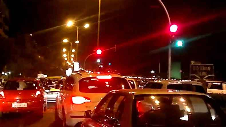 Blue light on traffic signals may reduce air pollution and save fuel, believe two Mumbai sisters