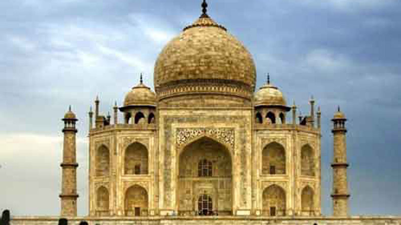 International students asked to solve Taj Mahal's yellowing