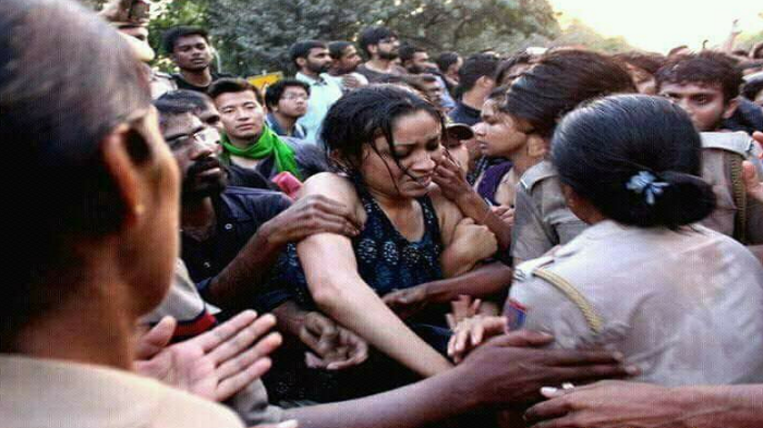 After media outcry, Delhi Police apologises for manhandling journalists covering JNU march