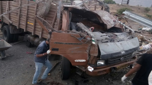 17 killed, 15 injured after truck hits barricade on Pune-Satara highway near Khandala