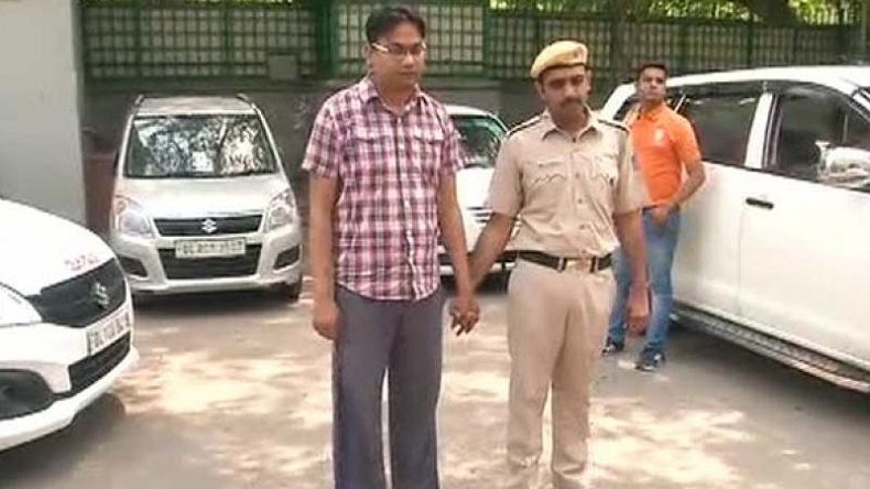 Delhi, Man, Delhi man, arrested, police, arrest, Extort pictures, women's pictures, Latest national news, National news, News, National, latest regional news, Regional, regional news, Blackmail, Women blackmailed by man