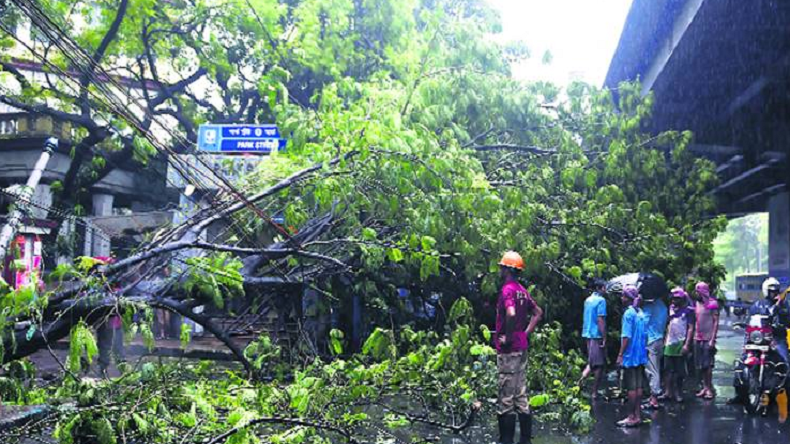 40 killed, several injured in thunderstorm; Met department issues alert for next 72 hours