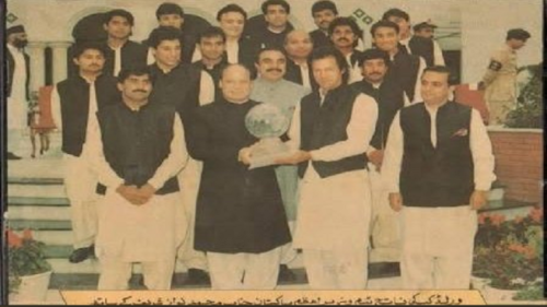In picture: Imran Khan and Nawaz Sharif with 1992 World Cup trophy leaves Pakistan nostalgic