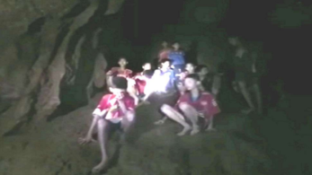 British divers, Thailand cave rescue, Thailand, 12 missing football players , Junior soccer team missing for 9 days in Thailand, World news, monsoon rainfall traps 13 member football team,