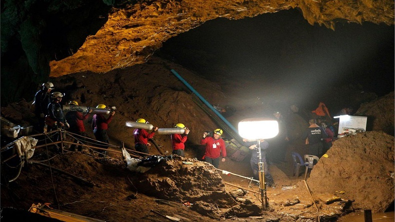 Thai cave rescue: Operation begins to evacuate 12 boys trapped in cave in Chiang Rai