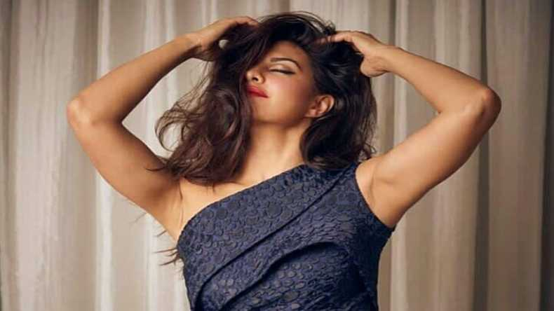 Jacqueline Fernandez's super hot morning selfie will kick start your day! See photo