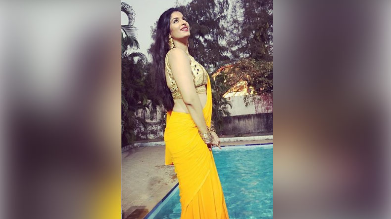 Poonam Dubey's ethnic look is breathtaking, see pic